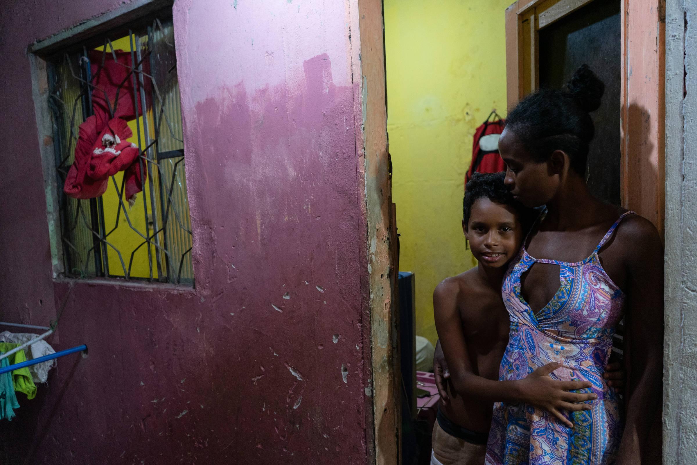 Tiro intenso interrompe a doação na favela do Rio e o jovem morre - 20.5.2020. - Cotidiano