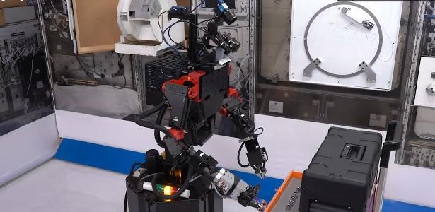 A startup cria um robô que controla a Terra para se tornar um astronauta de Musk e Bezos - 24.05.2020