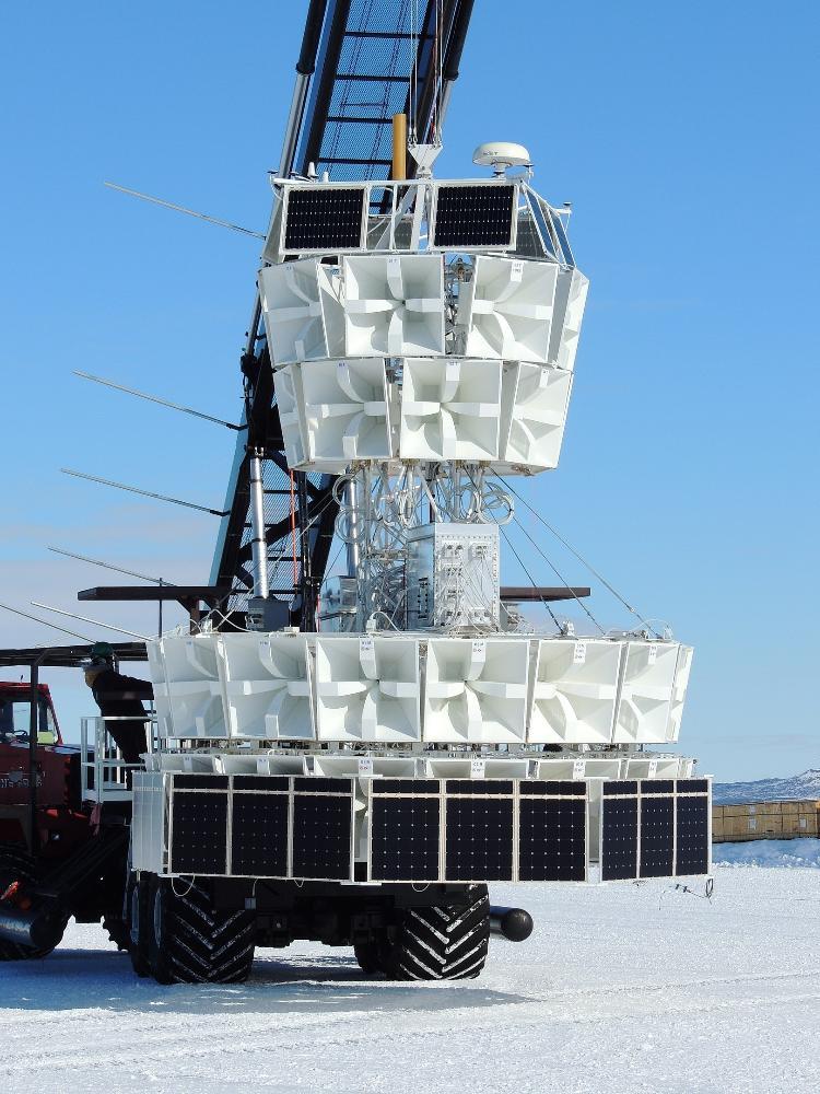 Experimento Anita-IV na Antártica, antes de ser lançado em um balão - Discovery / Creative Commons