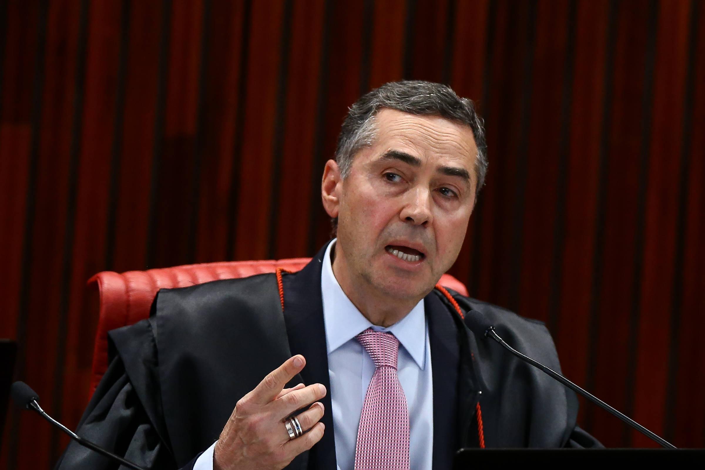 Barroso vota que o representante de Bolsonar não bloqueia atos que enfrentam normas de pandemia - 20.05.2020. - Poder