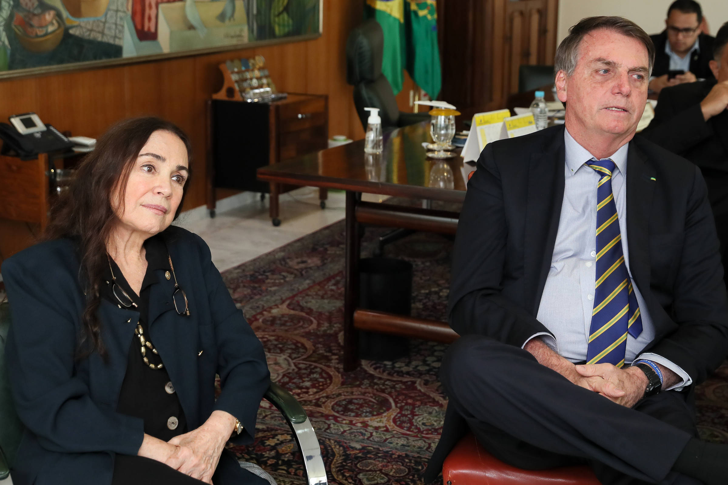 Regina Duarte aceita intervenção em busca de uma saída honrosa do governo - 19.5.2020. - Ilustrado