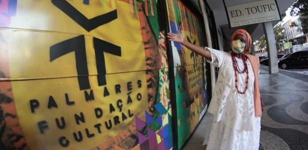 """A mãe da santa, amaldiçoada pelo presidente da Fundação Palmares, aponta para o racismo religioso: """"Estou confuso""""."""