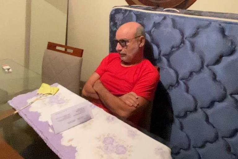 Veja fotos e vídeos de Fabrício Queiroz durante sua prisão na Copa do Mundo - 18/06/2020. - Poder