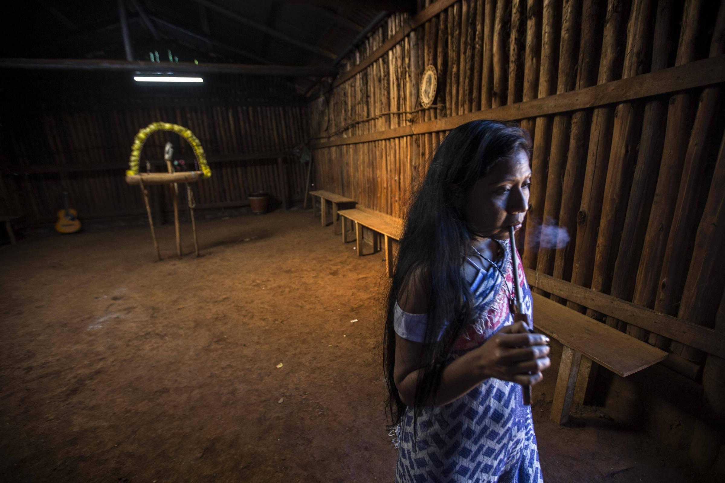 Para evitar a poluição, os Guarani estão se adaptando à vida tradicional e criando isolamento da comunidade - 19.06.2020. - Vida cotidiana