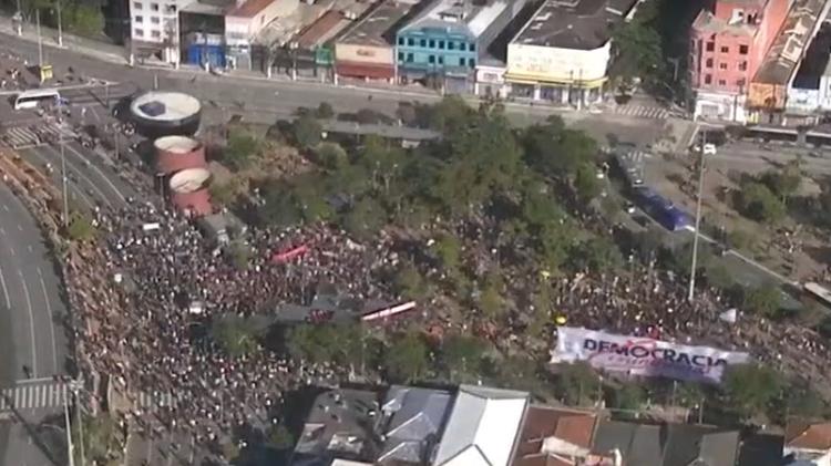 Vista aérea do movimento Largo da Batata em Pinheiros (SP) em protesto contra o presidente Jair Bolsonar - Reprodução / GloboNews