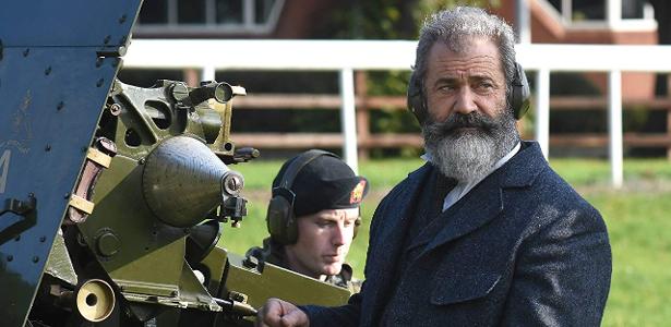 Mel Gibson comete crimes homofóbicos e anti-semitas na festa, acusa Winona Ryder