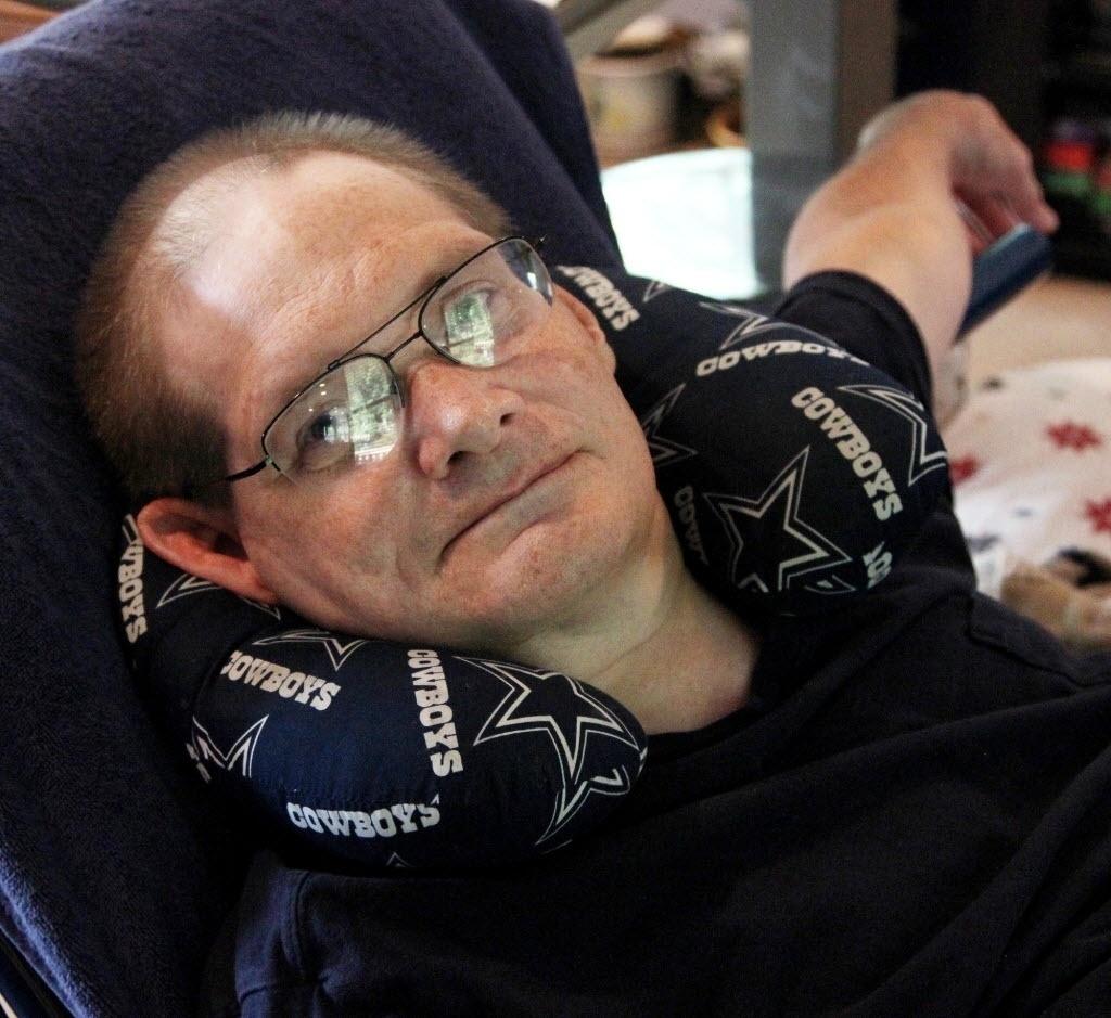 3 de julho de 2014 - Donnie Galyon em sua casa em Beavercreek, Ohio, EUA. Junto com seu irmão, eles estão perto de quebrar o recorde dos siameses de vida mais longa - Daily News, Drew Simon / AP