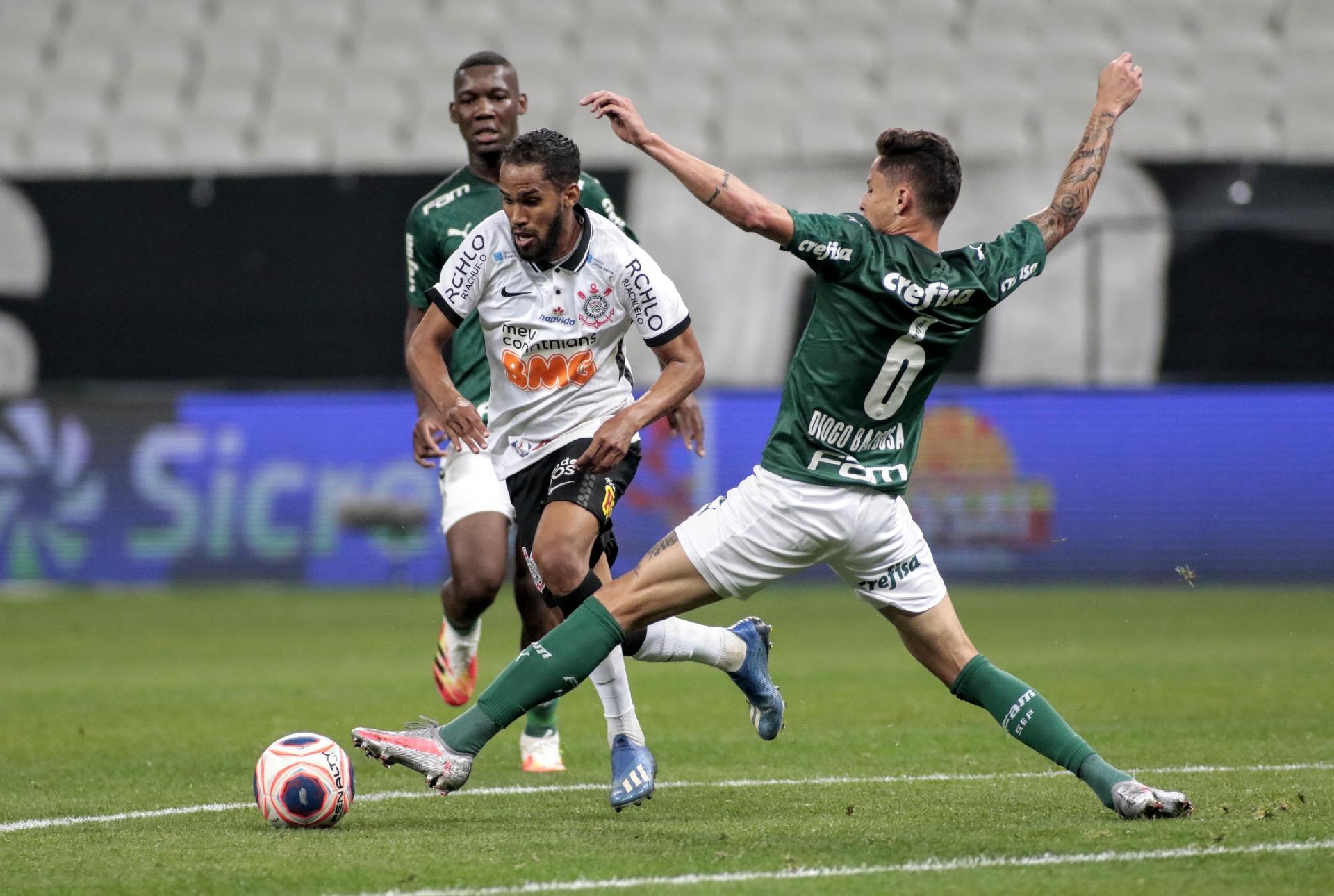 Everaldo tenta transmitir o sinal de Diogo Barbosa durante a partida Corinthians e Palmeiras - Rodrigo Coca / Agência Corinthians