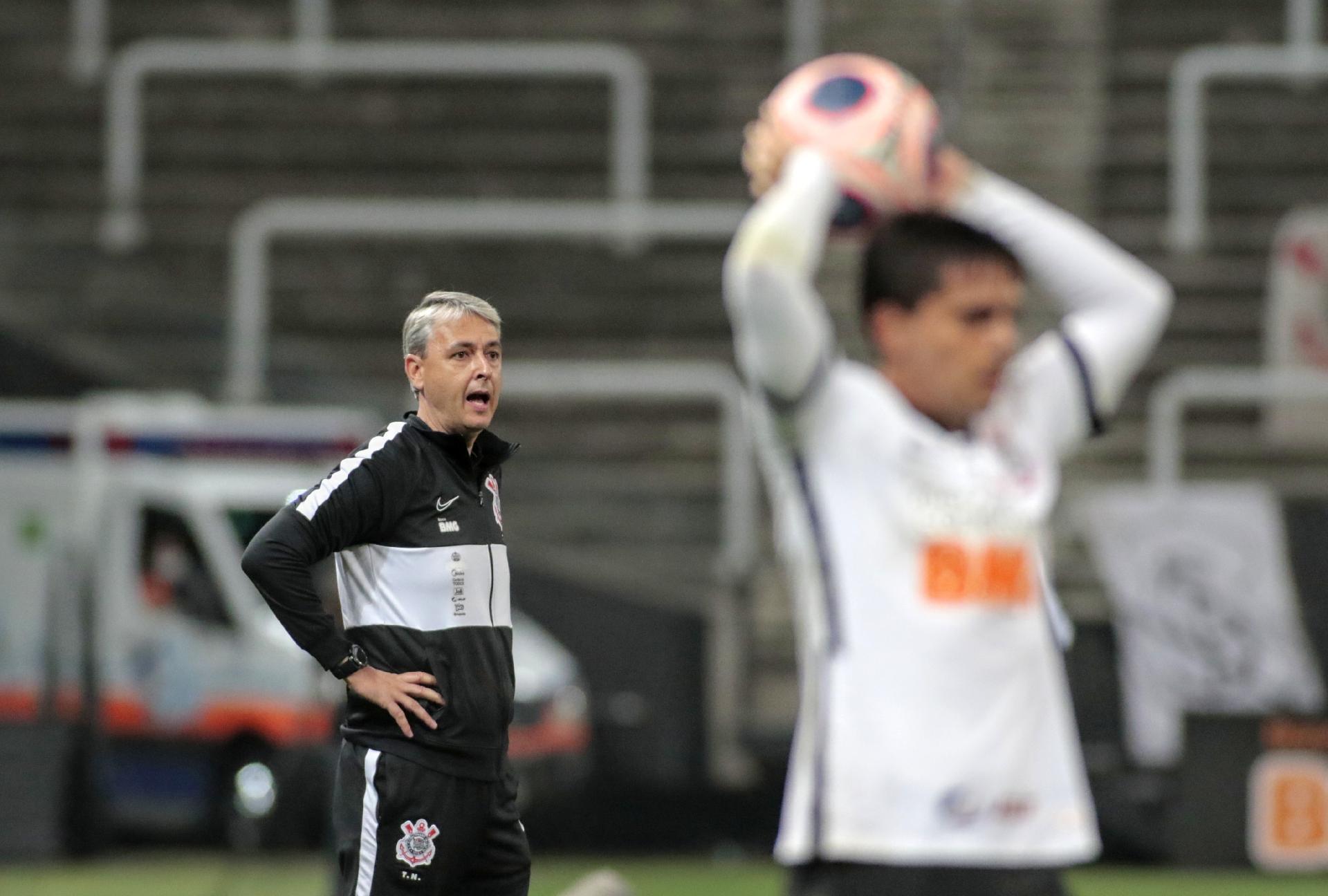 Tiago Nunes acompanha partida entre Corinthians e Palmeiras - Rodrigo Coca / Agência Corinthians