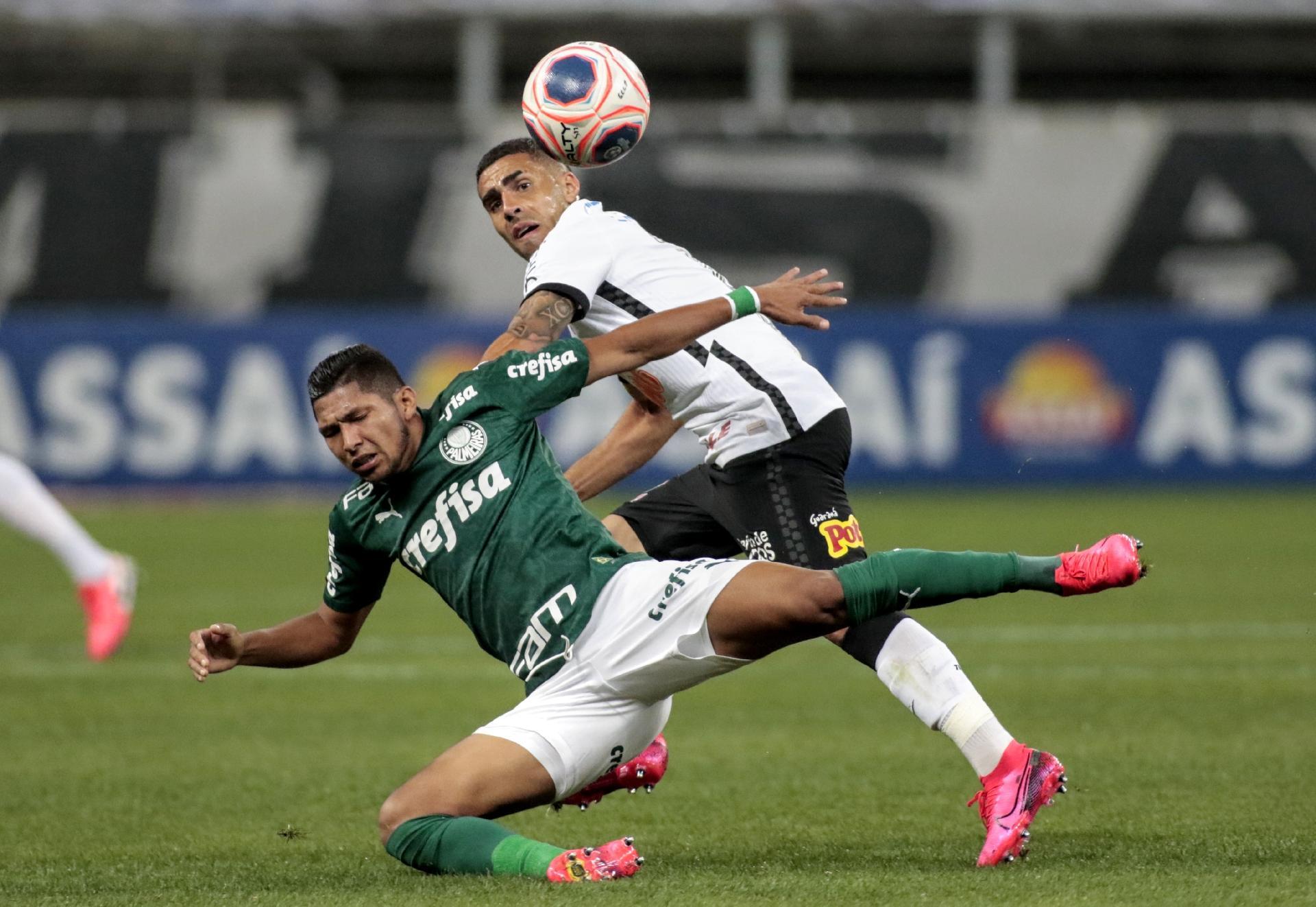 Gabriel derruba Ron durante Corinthians e Palmeiras - Rodrigo Coca / Agência Corinthians