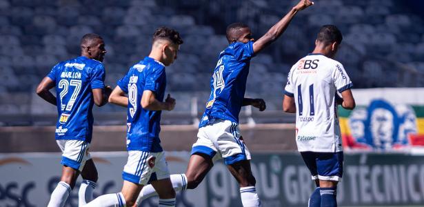 Cruzeiro conquista URT e continua lutando por classificação em seu retorno de Mineiro