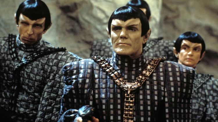Maurice Roeves (frente) como capitão romeno em 'Star Trek: The Next Generation' - CBS Photo Archive / Getty Images - CBS Photo Archive / Getty Images